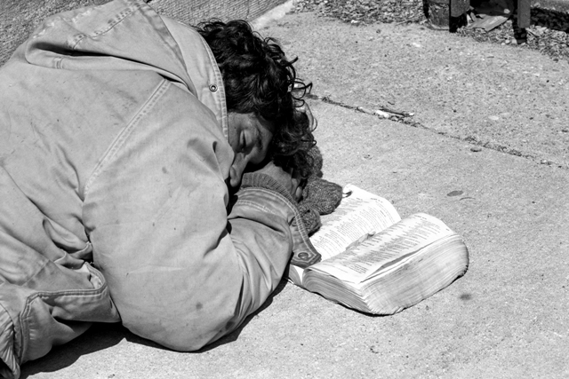 homeless-man-sleeping-with-his-bible1