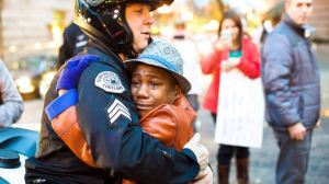 ht_ferguson_protest_hug_devonte_hart_jc_141128_16x9_992